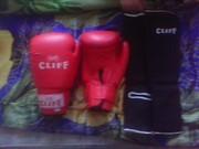 Продам боксёрские перчатки и щитки для рукопашной борьбы